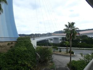 アクアスから国道をまたいでかかっている橋